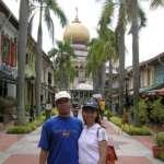 TJ & istri di Masjid Sultan, Kampong Gelam, Singapore