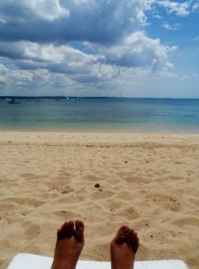Sendirian di pantai Dar Yacht Club